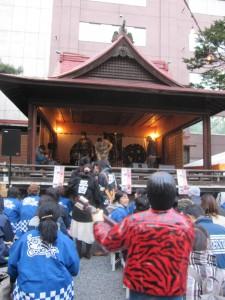 三吉神社で出番を待つ 山ちゃん